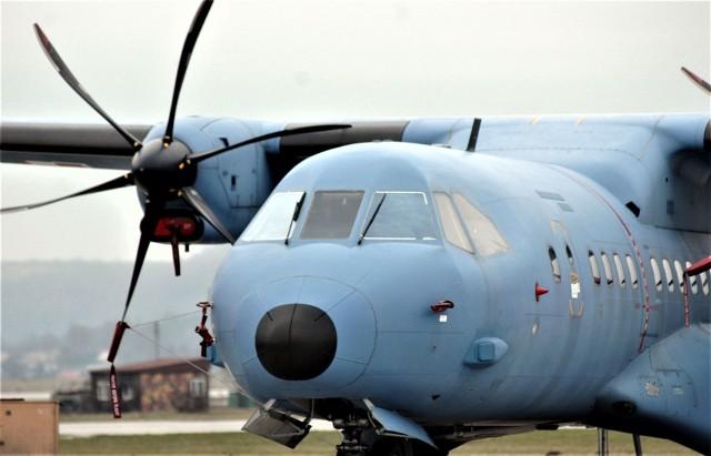 38 ton środków ochrony osobistej dla lubuskich szpitali mogłyby przywieźć trzy wojskowe samoloty typu Casa CN-235
