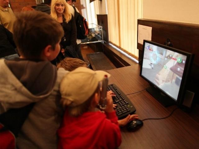 otwarcie przyciągnęło wielu młodych miłośników gier i fantastyki