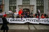"""Zabójstwo Adamowicza. 7 osób z zarzutami. Protest w ich obronie w Gdańsku pod hasłem: """"Wolontariat Niewinny"""""""