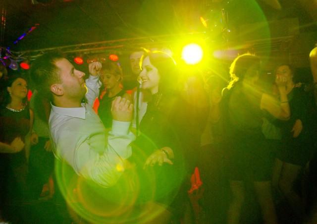 Lublinianie co roku witają Nowy Rok w domach, na imprezach i na pl. Litewskim. Sylwester miejski zacznie się o godz. 20