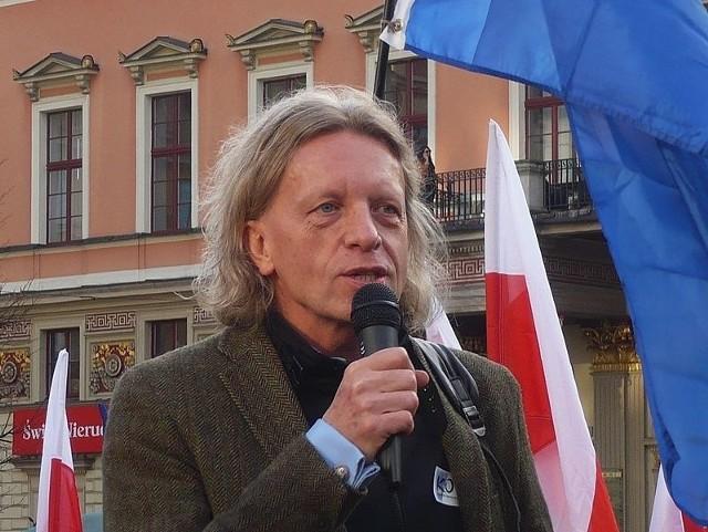 Krzysztof Mieszkowski na manifestacji KOD we Wrocławiu