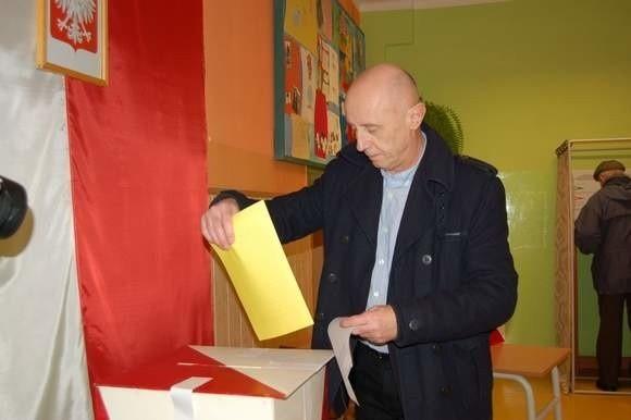 Nieoficjalne wyniki wyborów burmistrza Szczecinka po podliczeniu głosów z prawie wszystkich okręgów – wygrywa Jerzy Hardie-Douglas (Platforma Obywatelska)