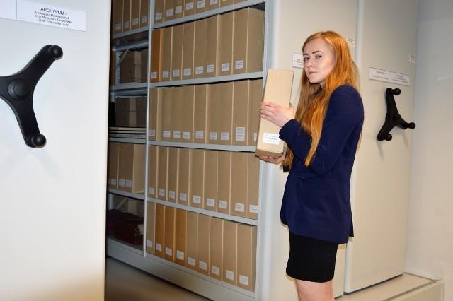 Zasoby archiwum CMJW prezentowała Iwona Cichoń.