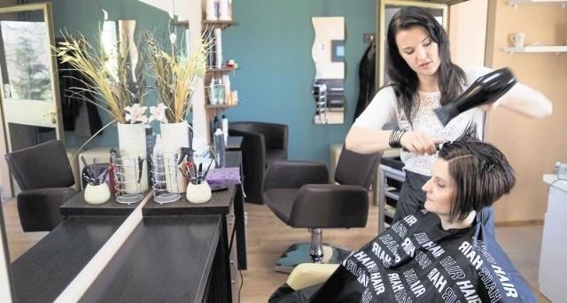 Do 31 marca będziemy przyjmować zgłoszenia na najpopularniejszego fryzjera lub fryzjerkę, kosmetyczkę oraz najlepszy zakład fryzjerski i salon urody. Na zwycięzców czekają liczne nagrody