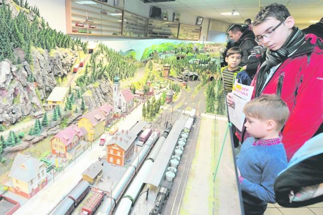 Zespół Szkół Komunikacji kultywuje swoje kolejowe tradycje. Co roku, w katarzynki, w szkole odbywa się wystawa modeli i pokaz makiet kolejowych. Od września ZSK będzie kształcić też maszynistów