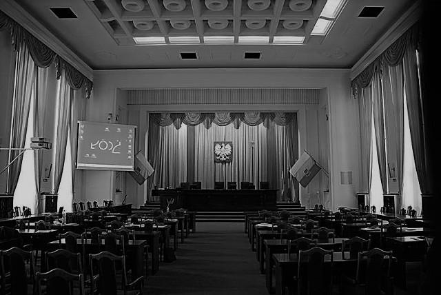 Zmarł Andrzej Potapczyk, były wiceprezydent Łodzi. Nie żyje także dwóch byłych radnych Rady Miejskiej Łodzi: Henryk Skwarka i Bolesław Bartnik. Zmarłym samorządowcom złożono hołd na sesji Rady Miejskiej.CZYTAJ DALEJ NA NASTĘPNYM SLAJDZIE>>>