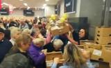 Walka o kurczaki w Netto w Dąbrowie Górniczej na otwarcie sklepu ZDJĘCIA + WIDEO