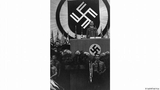 Werner Ventzki urodził się 19 lipca 1906 roku w miasteczku Stolp, czyli w Słupsku. W rodzinie urzędników mających konserwatywno – narodowe poglądy