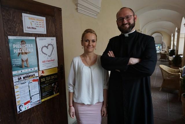 - Akademia Miłości przeznaczona jest dla osób w wieku od 25 do 45 lat - mówi ks. Adam Pawłowski, organizator akcji