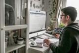 Ósmoklasiści po testach, od dziś – próbna matura online