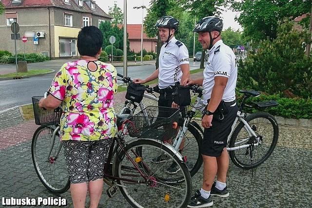 Podczas służb - jako środek transportu - policjanci wykorzystują także rowery. Patrole rowerowe można już spotkać w Zbąszynku, gdzie służbę na nich pełnią policjanci z przywróconego posterunku.