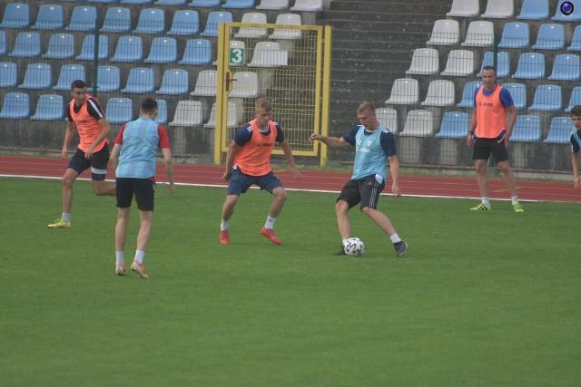 """Mariusz Bedliński (z lewej) i Konrad Prawucki - dwaj nowi piłkarze we Flocie i z dużymi szansami na grę w """"11"""""""