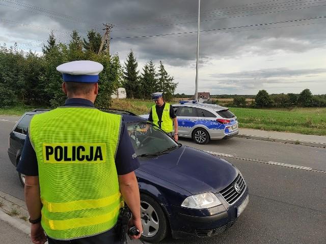 Policyjna akcja w powiecie tucholskim. Zatrzymywano kierowców, sprawdzano, czy są trzeźwi.