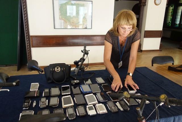 Blisko 40 przedmiotów z Biura Rzeczy Znalezionych wystawił wczoraj Urząd Miasta na aukcję w internecie. To druga taka wirtualna licytacja w tym roku. Hitem poprzedniej, zorganizowanej w maju, był motorower Komar, który poszedł za 2509 zł.Zobacz zguby i ich ceny
