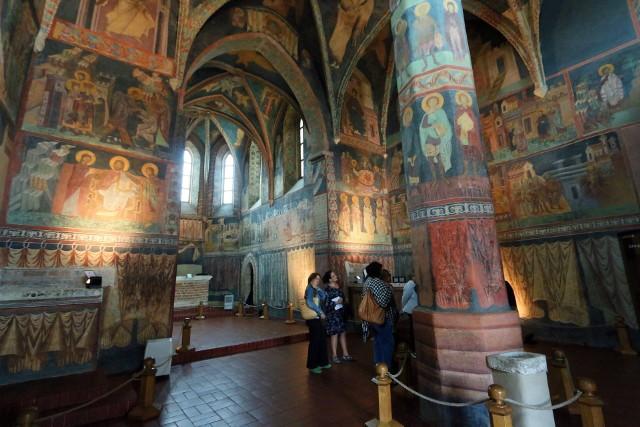 Bizantyjsko - ruskie freski, przedstawiające sceny z życia Chrystusa i Marii, a także portrety króla - fundatora Władysława Jagiełły, są bodaj najcenniejszym zabytkiem w Lublinie