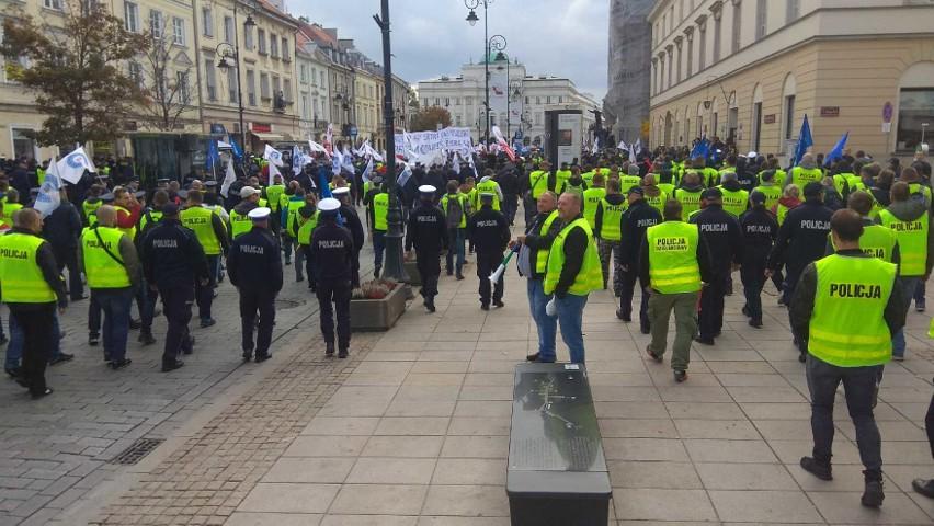 Protest służb mundurowych w Warszawie. 20 tys. funkcjonariuszy ruszyło na stolicę