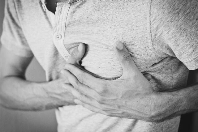 Prawie 30 proc. mniej pacjentów jest hospitalizowanych z powodu ostrych zespołów wieńcowych, w tym zawałów.