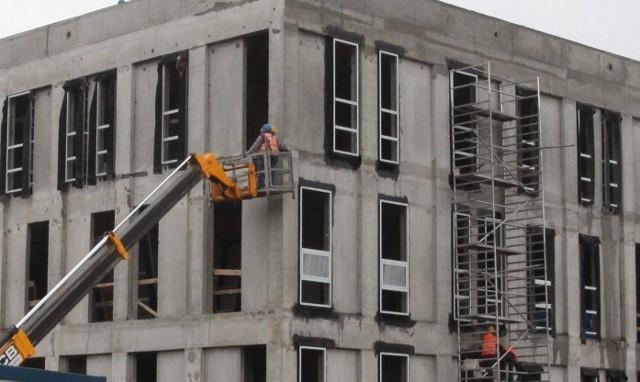 BudowaW 2014 roku w Radomiu powstanie mniej obiektów usługowo-handlowych. Będą za to magazyny i hale produkcyjne oraz nowe budynki mieszkalne.