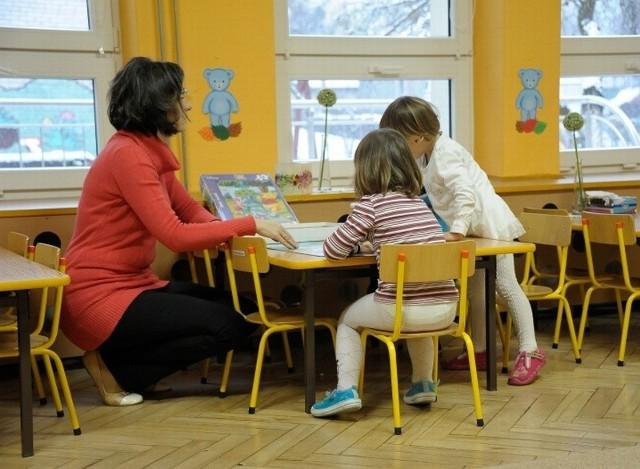 Dzieci w grupie trzylatków PS 43 są regularnie uczone, że nie można wychodzić na zewnątrz bez dorosłego. Po piątkowym incydencie z Szymonem w roli głównej są na to uczulone jeszcze bardziej.