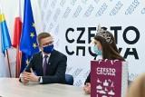 Częstochowa. Natalia Gryglewska, Miss Polonia 2020, u prezydenta. Odebrała gratulacje od władz miasta