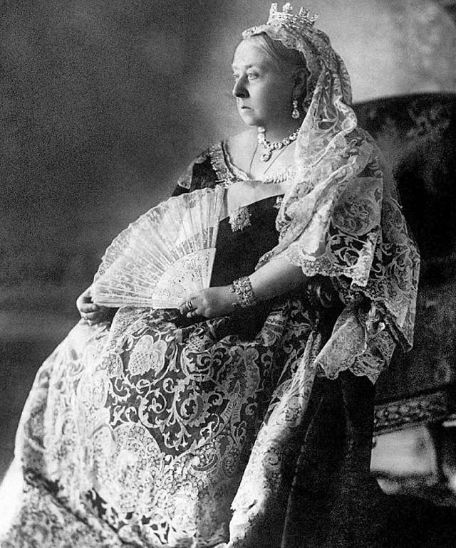 Królowa Victoria panowała przez 63 lata. Na zdjęciu w 59. roku  panowania, podczas diamentowego jubileuszu w 1897 r.