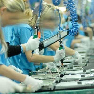 W fabryce telewizorów pracuje już ok. 1,8 tys. osób, przy taśmach montażowych najczęściej kobiety