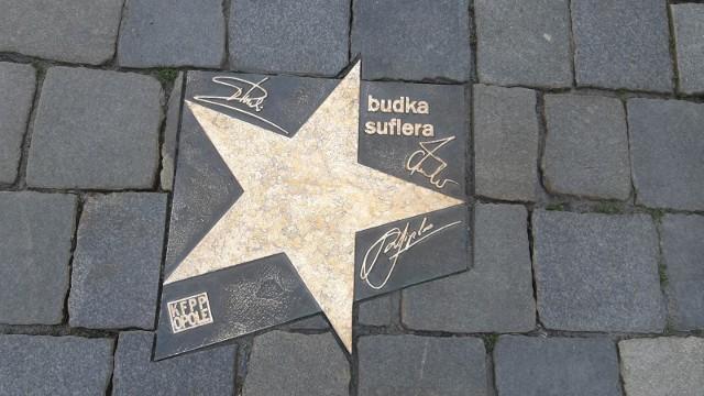 Budka Suflera wraca do koncertowania, jednak wiosną fanów zespołu zszokowała informacja o chorobie nowotworowej jednego z członków kapeli.