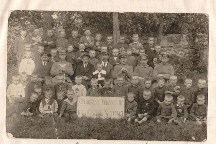 Uroczystościom 100-lecia istnienia szkoły podstawowej w Boćkach towarzyszyła wystawa archiwalnych zdjęć z historii szkoły, tych z początków jej istnienia i tych bardziej współczesnych. Wielu absolwentów odnalazło tam siebie i swoich kolegów z klasy.
