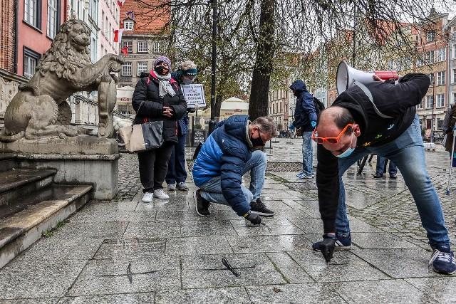 """Happening w Gdańsku """"Przemilczani - upamiętnienie ofiar COVID 19"""", 25.04.2021"""