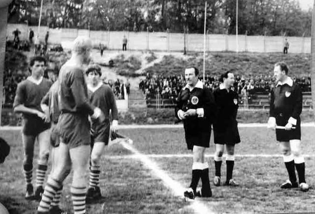 W 1964 r. Gryf Słupsk, działający przy Fabrykach Mebli, połączył się z Gwardią, klubem istniejącym przy Szkole Milicji  mieszczącej się przy ul. Kilińskiego. Zmieniła się nazwa: Zjednoczony Gwardyjski Klub Sportowy Gryf.