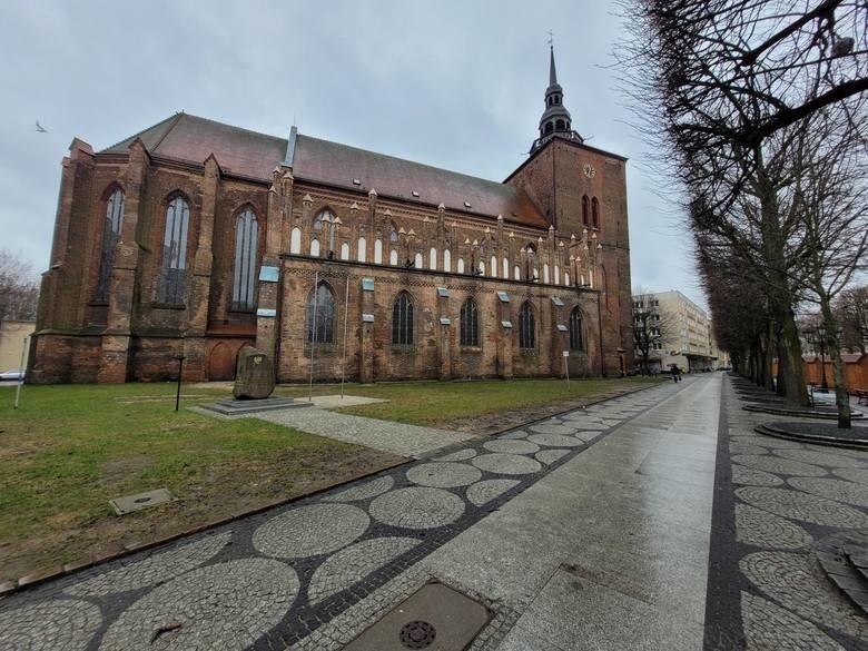 Kościół farny pw. NMP Królowej Różańca Świętego...