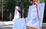 Pierwszy pomnik na Szlaku Orląt Lwowskich odsłonięto w Ustrobnej k. Krosna. Upamiętnia Janka Charlewskiego [ZDJĘCIA]