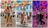Potańcówka miejska na Kilińskiego w Białymstoku. Bo parasolki wciąż robią furorę. Mieszkańcy i turyści robią tu selfie (zdjęcia)