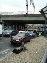 Wypadek przy Kaliskim na al. Bandurskiego! Jeden pas ruchu nieprzejezdny [zdjęcia]