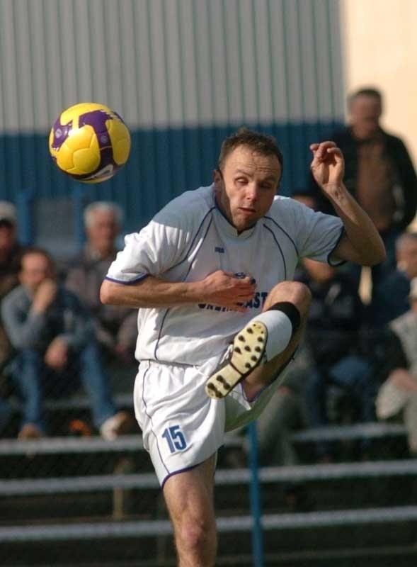 Rajmund Gorczyca łączył do tej pory grę na lewej obronie z kierowaniem całym zespołem jako trener.