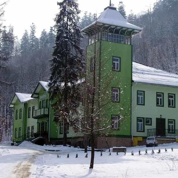 """Dom sanatoryjny """"Maria"""" w Rymanowie - Zdroju jest usytuowany w cichym zakątku leśnym."""