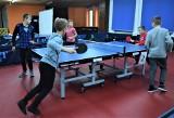 Wakacje z rakietką w Tarnobrzegu. Klub Tenisa Stołowego zaprasza dzieci i młodzież na zajęcia