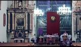 Nowy Sącz. Kontrowersyjna transmisja mszy świętej z sądeckiej bazyliki. Proboszcz parafii wyjaśnia sytuację [ZDJĘCIA]