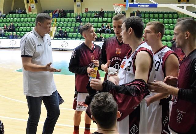 Na własnym parkiecie koszykarze Domino Inowrocław pokonali ekipę TKM Włocławek 94:68.