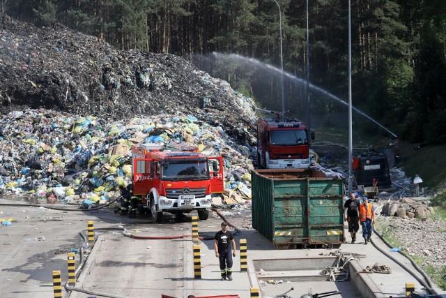Tak 4 czerwca  strażacy gasili pożar hałdy śmieci w podbiałostockich Studziankach. Miała 140 metrów długości i 50 metrów szerokości oraz kilkanaście metrów wysokości.