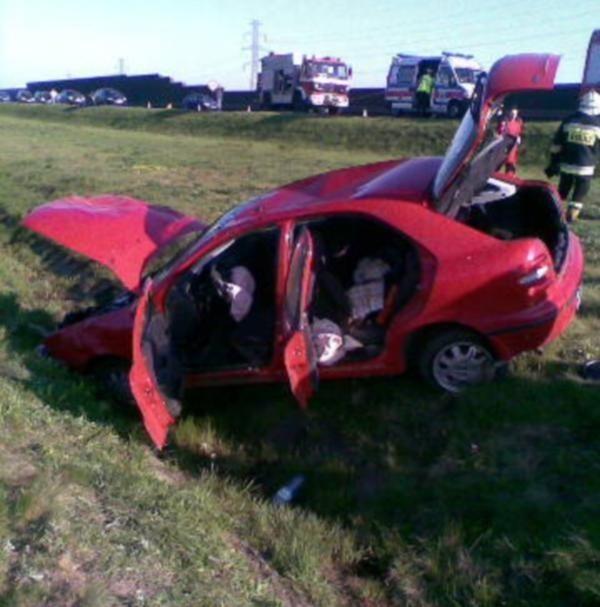 Na obwodnicy Opola dachował samochód