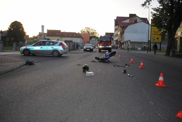 Kierowca seata, skręcając, nie zauważył  motocyklisty.