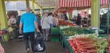 Ceny owoców, ceny warzyw. Dużo kupujących na Górniaku, ale ceny mogą przyprawić o zawrót głowy
