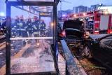 Wypadek koło Galerii Morena w Gdańsku 12.07.2018. Zderzyły się dwa auta. Jedno z nich wjechało w przystanek [zdjęcia]