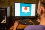 Fałszywe firmy kurierskie, fałszywe faktury w załącznikach. Jak cyberprzestępcy polują na nowych i starych klientów sklepów internetowych