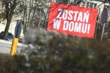 Koronawirus w Kostrzynie. W centrum miasta pojedyncze osoby, puste parki i skwery. Najwięcej ludzi jest w sklepach