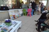 Letnia czytelnia działa na tarasie Miejskiej Biblioteki Publicznej