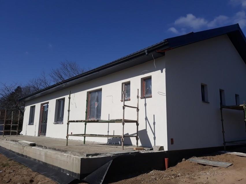 Budowa sali wiejskiej w Grzmiącej.