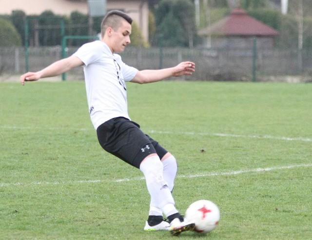 Daniel Nowak wrócił do gry w Sparcie Kazimierza Wielka. W poprzednim sezonie był on jednym z podstawowych graczy kazimierskiej drużyny. Będzie chciał pomóc zespołowi do końca rundy jesiennej.