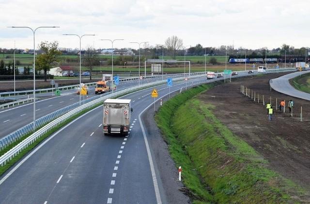 W ramach Programu budowy 100 obwodnic w całej Polsce powstanie 100 obwodnic na sieci dróg krajowych o łącznej długości ok. 830 km